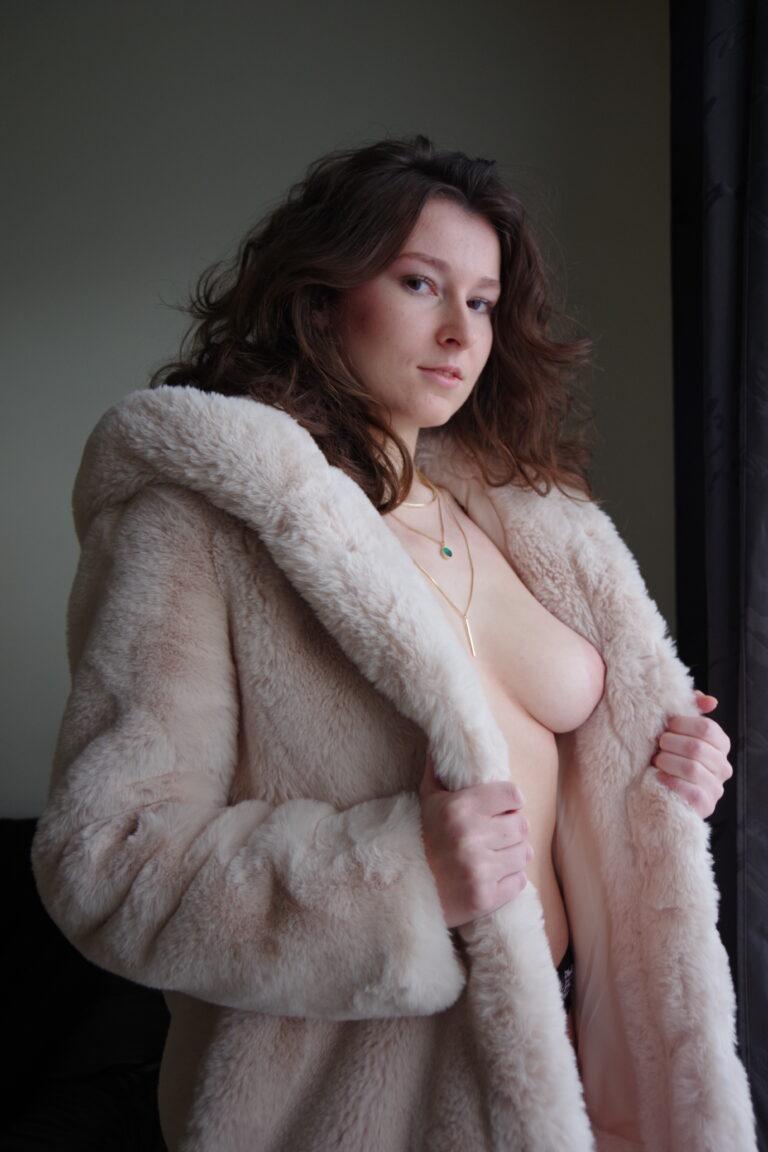 Entre douceur et fougue avec Sarah Félina en sexe vidéo chat